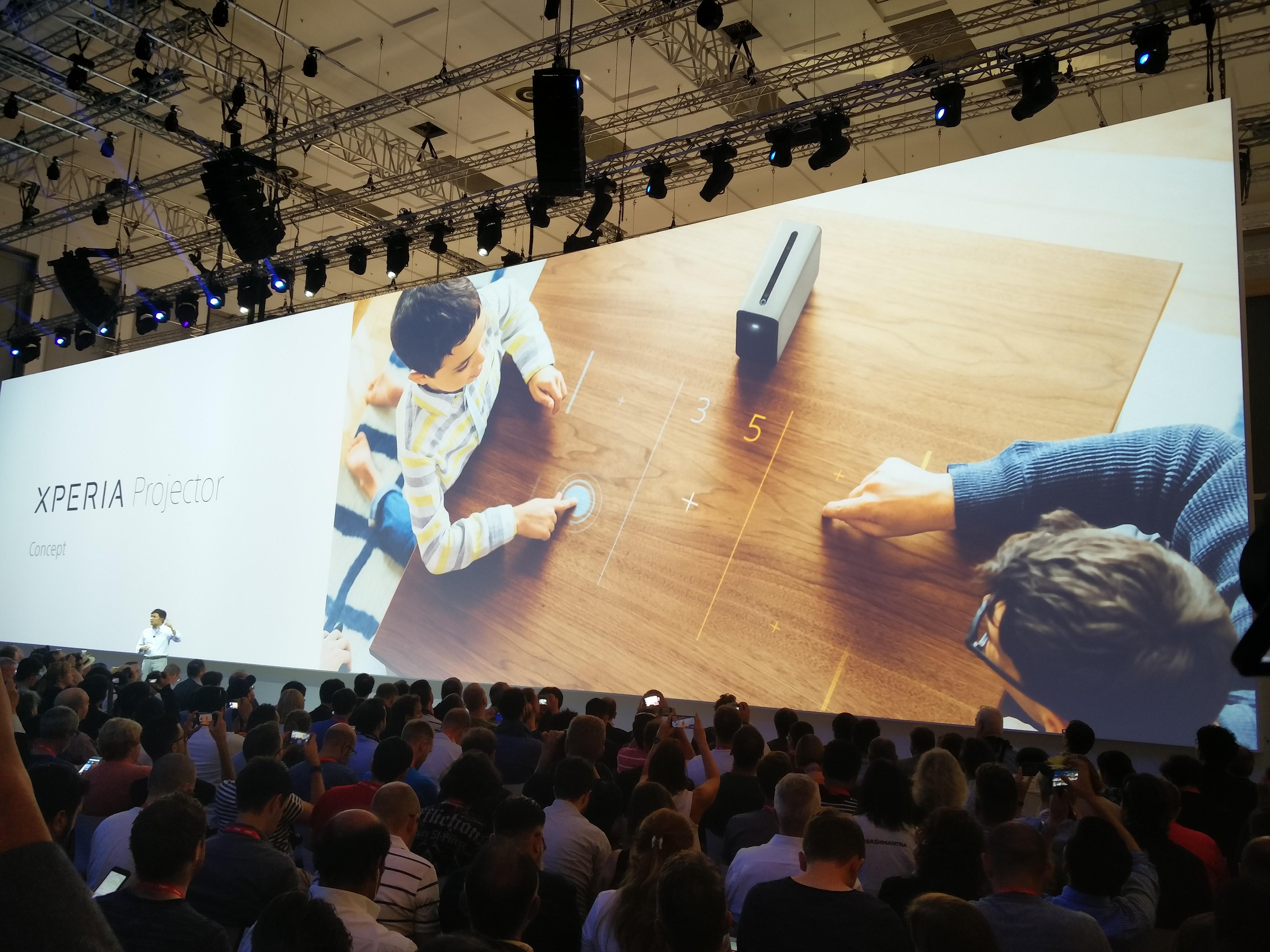 Ciekawy projektor Xperia projector pracująca na Androidzie